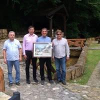 Oproštaj Pejaka, Vidovića i Miličevića s deževičkim župnikom don Marinom Marićem