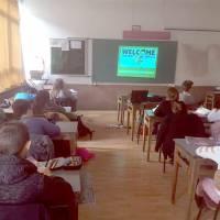 Osnovna škola uz pomoć Središnjeg državnog ureda za Hrvate izvan Republike Hrvatske nabavila po sedam projektora i projektorskih platna